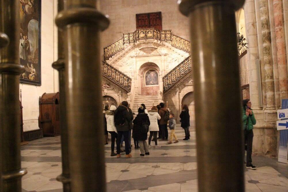 Burgos-Turismo_Visita-guiada-Catedral_Escalera-Dorada