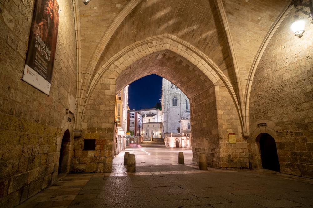Burgos-Turismo_Visita-guiada_Nocturna_Burgos-Leyenda_10