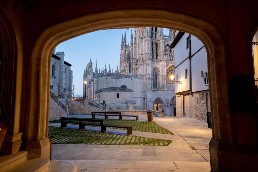 Burgos-Turismo_Visita-guiada_Nocturna_Burgos-Leyenda_2