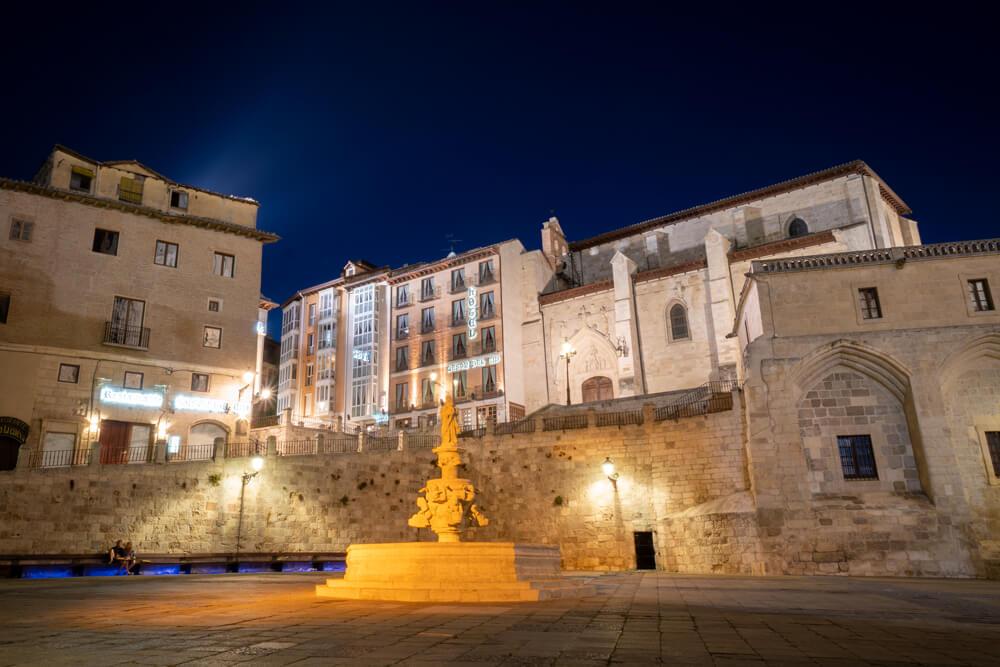 Burgos-Turismo_Visita-guiada_Nocturna_Burgos-Leyenda_6