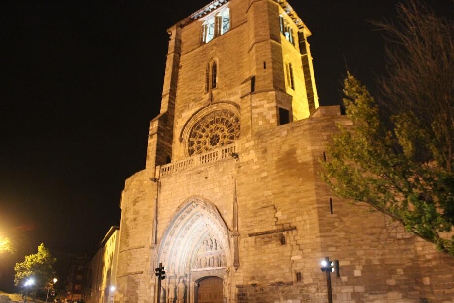 Burgos-Turismo_Visita-guiada_Nocturna_Burgos-Leyenda_Arco-de-San-Esteban