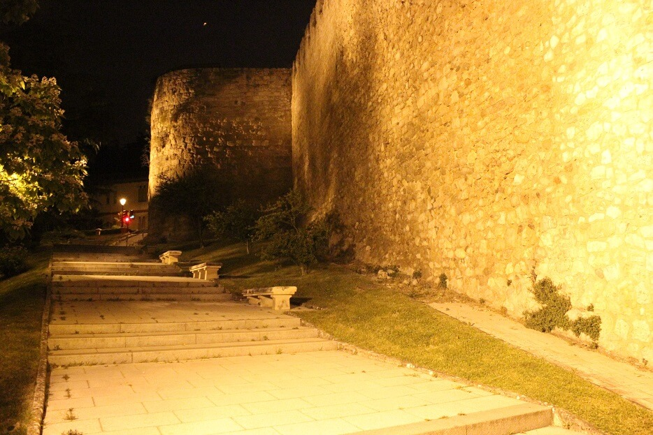 Burgos-Turismo_Visita-guiada_Nocturna_Burgos-Leyenda_Paseo-de-los-Cubos-2