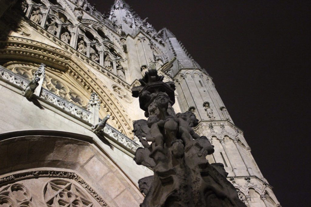 Burgos-Turismo_Visita-guiada_Nocturna_Burgos-Leyenda_Ruta-Nocturna-Leyendas-Burgos@2x