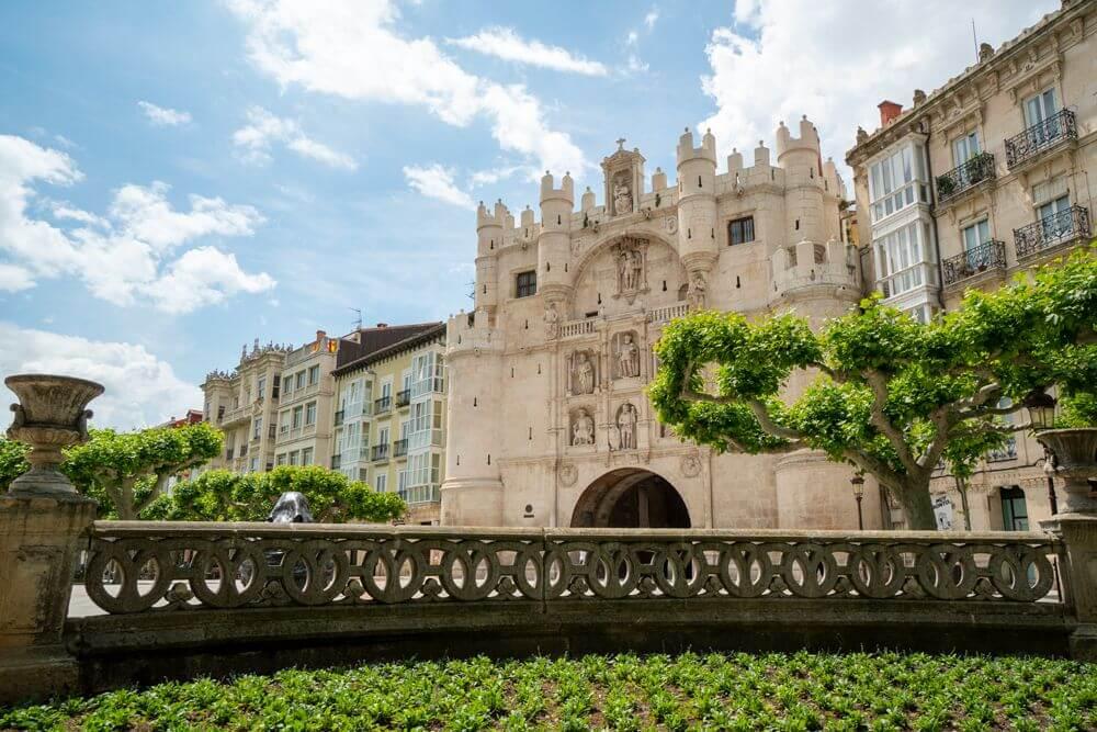 Burgos-Turismo_Visita-guiada_Arco-Santa-Maria