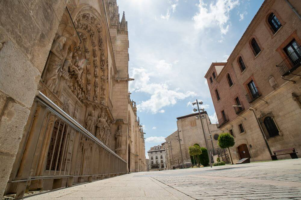 Burgos-Turismo_Visita-guiada_Entorno-Catedral-4