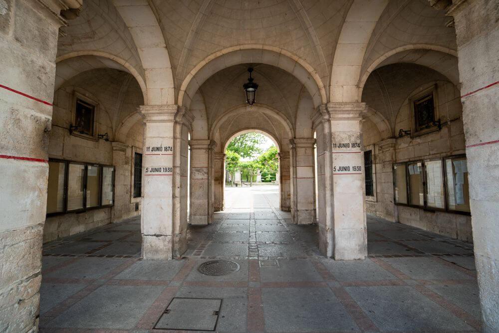 Burgos-Turismo_Visita-guiada_Plaza-Mayor-detalle