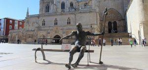 Plaza del Rey San Fernando - Estatua del Peregrino Burgos - Guías Oficiales