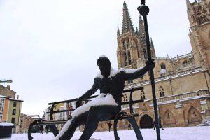 Nevada en Burgos - Catedral de Burgos Estatua del Peregrino